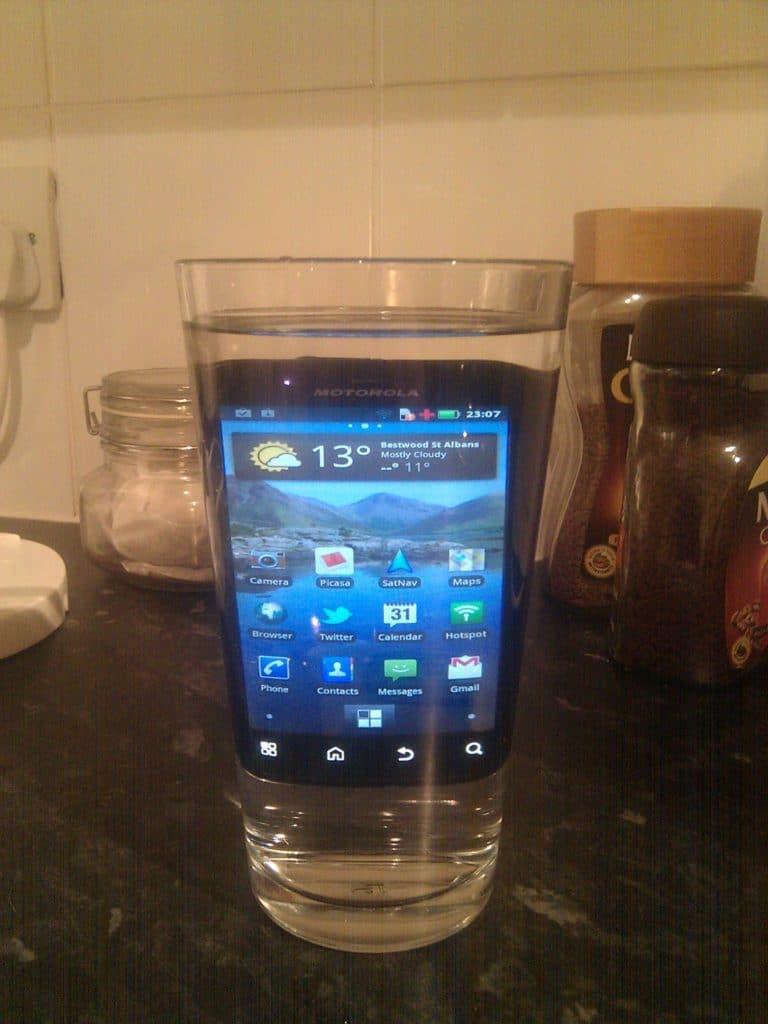 Все способы реанимировать Xiaomi после попадания в воду