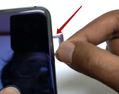 Как вставить сим-карту и карту памяти в смартфоны Huawei
